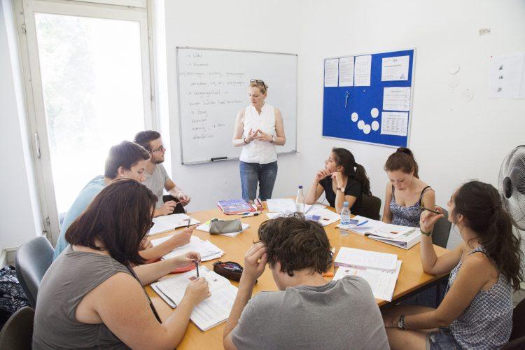 ドイツ語学校のクラスルーム風景